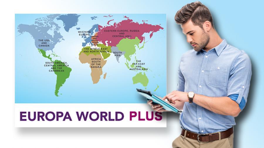 Verdenskort og ung mand med en smartphone